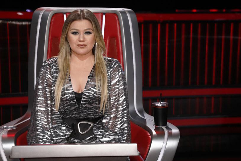 Amerykańska wokalistka Kelly Clarkson otrzymała sądowe prawo opieki nad dwójką swoich dzieci, ale rozwodzący się z gwiazdą jej mąż Brandon Blackstock domaga się od niej blisko pół miliona dolarów miesięcznie.