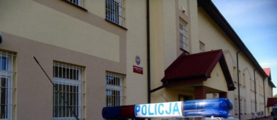 12 lat więzienia grozi trzem mężczyznom z okolic Sanoka na Podkarpaciu, którzy mieli porwać, pobić, okraść i wywieźć do lasu 31-letniego mężczyznę. Podejrzani właśnie usłyszeli zarzuty.