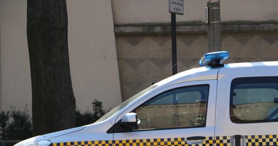 Prezydent Gdyni Wojciech Szczurek zakończył współpracę z komendantem Straży Miejskiej Dariuszem Wiśniewskim z powodu utraty zaufania. Jak poinformował magistrat, chodzi między innymi o kwestię organizacji interwencji patroli i pracy w zespole. Prezydent Gdyni złożył także w tej sprawie zawiadomienie o możliwości popełnienia przestępstwa.