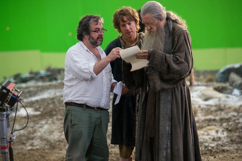"""Ruszyła charytatywna akcja, której celem jest zebranie funduszy na zakup domu, w którym J.R.R. Tolkien pracował nad książkami """"Władca Pierścieni"""" i """"Hobbit"""". W inicjatywę zaangażowani są aktorzy, którzy wystąpili w ekranizacji tych dzieł, m.in. filmowy Gandalf, czyli Ian McKellen oraz odtwórca roli krasnoluda Gimliego, John Rhys-Davies. """"Naszą wizją jest uczynienie z domu Tolkiena centrum literackiego, które będzie inspirować nowe pokolenia pisarzy, artystów i filmowców przez wiele kolejnych lat"""" - wyjaśnił aktor."""