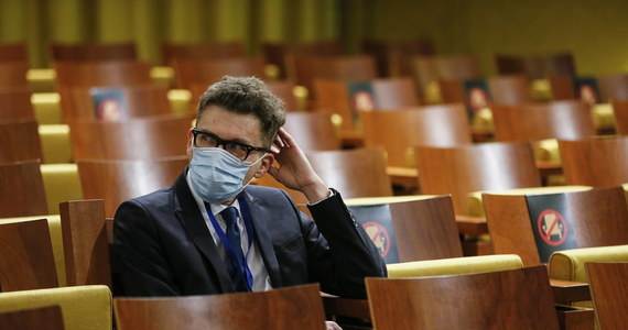 Kolejna procedura o naruszenie unijnego prawa w związku z systemem sądownictwa w Polsce. Jak dowiedziała się nieoficjalnie nasza korespondentka w Brukseli Katarzyna Szymańska-Borginon, Komisja Europejska wszczyna procedurę wobec Polski, która może zakończyć się pozwem do TSUE. Chodzi o uchylenie immunitetu sędziów w celu pociągnięcia ich do odpowiedzialności karnej lub ewentualnego ich zatrzymania. Dotyczy to spraw Beaty Morawiec i Igora Tulei.