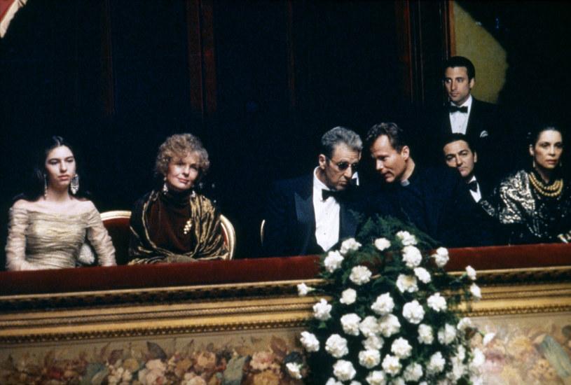 """Film """"Ojciec chrzestny Mario Puzo, Epilog: Śmierć Michaela Corleone"""" jest od 9 grudnia dostępny w serwisie Premiery Canal+. To nigdy dotąd niepokazywana, zmieniona i poddana cyfrowej obróbce wersja reżyserska ostatniego epizodu kultowej trylogii filmów Francisa Forda Coppoli."""