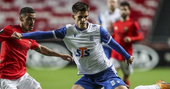 Piłkarze Lecha Poznań przegrali w Lizbonie z Benficą 0:4 (0:1) w meczu piątej kolejki grupy D Ligi Europy i definitywnie stracili szansę na awans do 1/16 finału. Za tydzień w ostatnim spotkaniu grupowym na własnym stadionie zmierzą się ze szkockim Rangers FC.