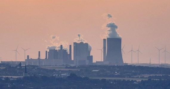 Brytyjski rząd oficjalnie ogłosił znaczące przyspieszenie tempa dekarbonizacji i redukcji emisji CO2. Cel redukcyjny na 2030 roku rośnie z 53 do 68 proc. To najambitniejszy plan spośród największych gospodarek świata - oświadczył premier Boris Johnson.