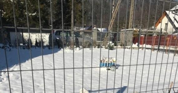 Do 5 kwietnia przyszłego roku przedłużone zostało śledztwo w sprawie ubiegłorocznego wybuchu gazu w Szczyrku. Taką decyzje podjęła prokuratura. Wybuch zmiótł z powierzchni ziemi dom, a pod gruzami zginęła 8-osobowa rodzina. Wieczorem w Szczyrku odprawiona zostanie msza święta w intencji ofiar i ich bliskich. Dziś, 4 grudnia, mija dokładnie rok od tej tragedii.