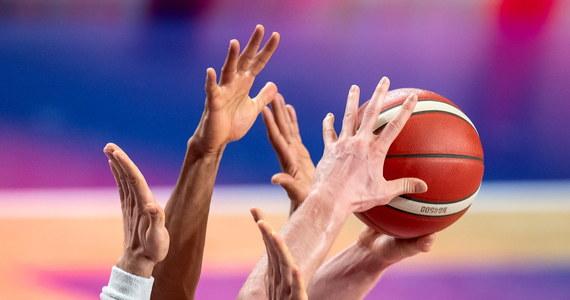 W czasie dzisiejszego spotkania władz FIBA Polska została wybrana gospodarzem ostatniego turnieju kwalifikacyjnego do mistrzostw Europy w koszykówce. Zamknięty turniej odbędzie się w lutym w gliwickiej Arenie - dowiedzieli się dziennikarze z redakcji sportowej RMF FM. Biało-czerwoni zmierzą się wtedy z mistrzami świata - Hiszpanami oraz z Rumunią. Rozegrane zostaną także pozostałe spotkania w grupie A.