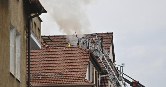 Nad ranem doszło do pożaru mieszkania w kamienicy u zbiegu alei Niepodległości z ulicą Zamenhofa w Sopocie. Z ogniem walczy 10 zastępów straży pożarnej. Koniczna była ewakuacja 18 mieszkańców.