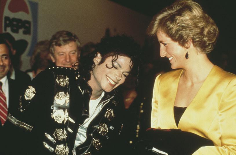 """Michael Jackson i księżna Diana spotkali się osobiście tylko raz w życiu, ale wystarczyło, aby nawiązali ze sobą nić porozumienia. Co król popu chciał zrobić dla """"królowej ludzkich serc""""?"""