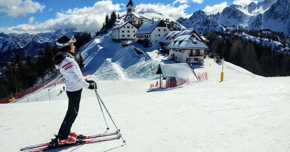 W okresie świątecznym zamknięte będą wyciągi narciarskie we Francji, Niemczech i Włoszech, otwarte - w Szwajcarii i Austrii. Przeciwnicy otwierania wyciągów mówią o niebezpieczeństwie rozwoju pandemii, zwolennicy - o kosztach ekonomicznych ich dalszego zamknięcia.
