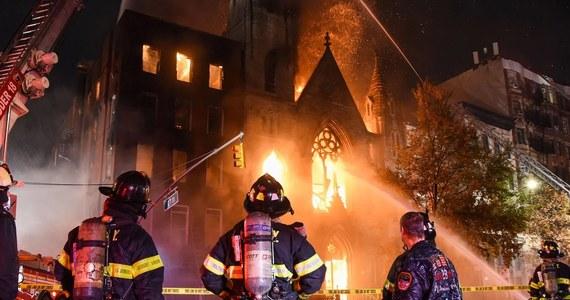 W niedzielę rano wybuchł pożar w zabytkowym episkopalnym kościele kolegialnym, Middle Collegiate Church, w części Manhattanu East Village. W dzwonnicy świątyni mieści się nowojorski Dzwon Wolności (Liberty Bell).