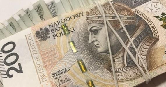 """""""Jeśli Komisja Europejska wyrazi zgodę, rząd zacznie wypłacać kolejne środki pomocowe dla przedsiębiorców z tzw. tarczy 2.0 na początku stycznia"""" – powiedział minister-członek Rady Ministrów Łukasz Schreiber."""