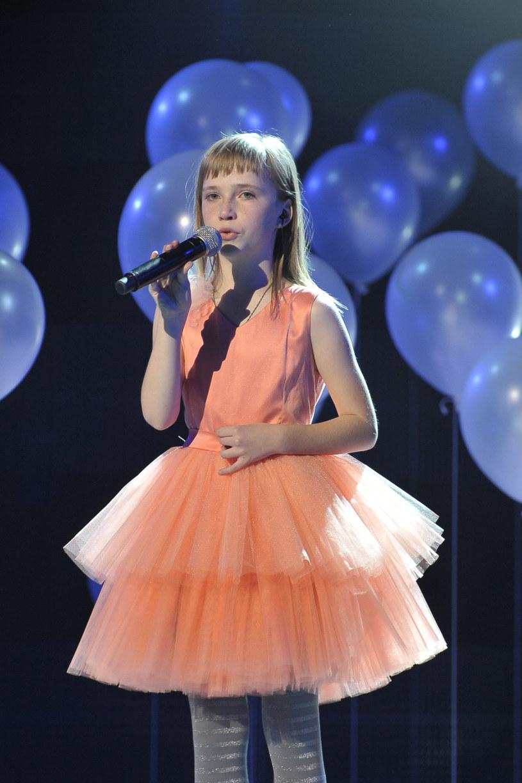 """Znana z programu """"Mam talent"""" Magda Welc przygotowuje autorski materiał. Opublikowała trzeci singel pod tytułem """"Wystarczy jeden uśmiech""""."""