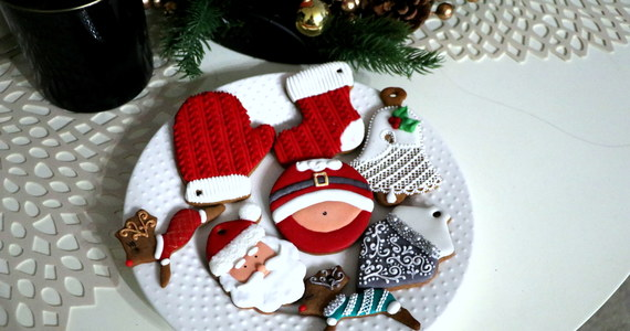 Ten tydzień to idealny czas na to, by upiec świąteczne pierniki. Te ciastka potrzebują czasu by zmięknąć, więc jeśli przygotujemy je już teraz, będą idealne na Boże Narodzenie. Tajniki pieczenia i zdobienia tych przysmaków dzienikarce RMF FM Marlenie Chudzio zdradziła Anna Skóra, krakowianka, która prowadzi profil na Facebooku AŻURanKI - piernik&frywolitka.
