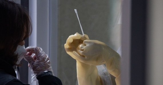 Ministerstwo Zdrowia informuje o 4 423 nowych przypadkach zakażenia koronawirusem. Ostatniej doby zmarło 92 chorych na Covid-19. Bilans epidemii koronawirusa w Polsce to 1 067 870 zakażonych. Nie żyje 20 181 spośród nich.