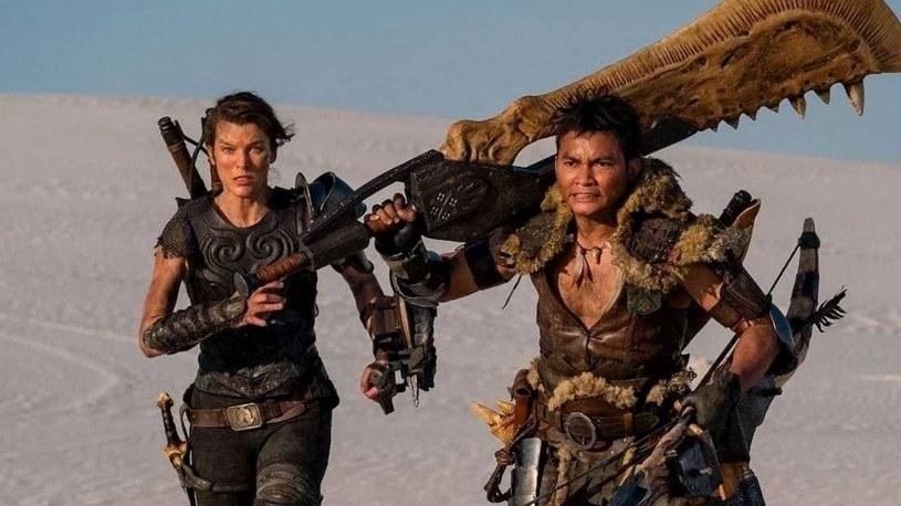 """Zaledwie dwa dni pokazywano w chińskich kinach nowy film Paula W.S. Andersona """"Monster Hunter"""" z Millą Jovovich w roli głównej. Wszystko przez to, że wielu tamtejszych widzów obraził rasistowski dialog, jaki znalazł się w tej produkcji. W reakcji na liczne głosy oburzenia wyrażane na portalu społecznościowym Weibo podjęto decyzję o wycofaniu filmu z kin.,"""