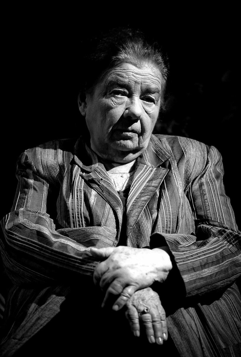 """W wieku 87 lat zmarła w nocy z niedzieli na poniedziałek aktorka filmowa i teatralna Katarzyna Łaniewska, znana szerokiej publiczności m.in. z seriali """"Plebania"""", """"Czterdziestolatek"""" i """"Gruby"""". Artystka była związana m.in. z warszawskimi teatrami: Polskim, Dramatycznym, Narodowym i Ateneum."""