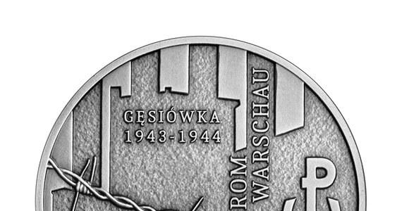 Narodowy Bank Polski wprowadził do obiegu srebrną monetę kolekcjonerską o nominale 10 zł upamiętniającą ofiary obozu KL Warschau - poinformował we wtorek bank centralny. Monetę wyemitowano w nakładzie do 11 tys. sztuk.