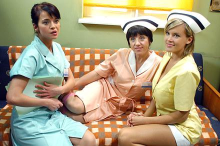 Popularny sitcom, którego akcja rozgrywa się w środowisku medycznym. Przezabawne historie z życia szalonych lekarzy i najpiękniejszych polskich pielęgniarek. Co to za serial?