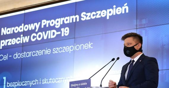 Naszym celem jest przeprowadzenie w 2021 programu szczepień, który pozwoli nam uzyskać odporność populacji. To nasze kluczowe i największe wyzwanie. Przygotowaliśmy projekt dokumentu, który opisze procesy i zbierze informacje dot. tego programu - powiedział Michał Dworczyk, szef kancelarii premiera ogłaszając Narodowy Program Szczepień przeciwko Covid-19.