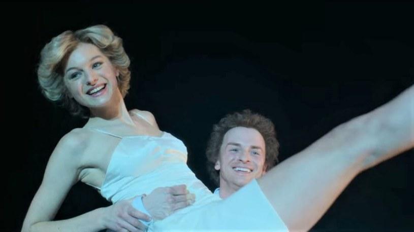 """Jedną z najbardziej zapadających w pamięć scen czwartego sezonu serialu """"The Crown"""" jest ta, w której Lady Di tańczy dla swojego męża na deskach Royal Opera House. Na swoje (i jego) nieszczęście wybrała frywolny przebój autorstwa Billy'ego Joela o dziewczynie z wyższych sfer, podrywanej przez chłopców ze stacji obsługi samochodów. Teraz choreograf, z którym wtedy tańczyła, opowiedział o tym, jak naprawdę wyglądała ta sytuacja."""
