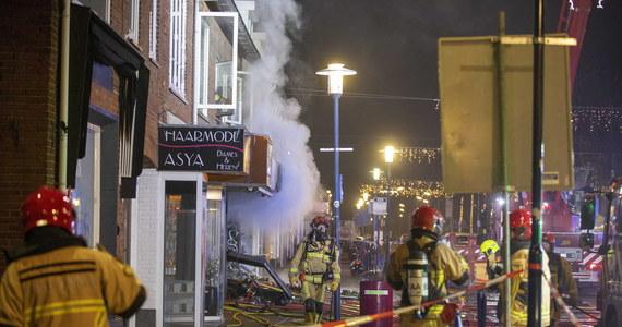 Dwa polskie sklepy w Holandii zostały poważnie uszkodzone nad ranem w wyniku eksplozji - poinformowała holenderska policja. Nikt nie został ranny. Policja szuka sprawców i apeluje do świadków o pomoc.