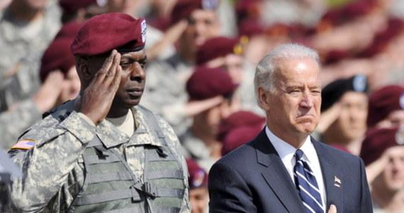 Amerykański prezydent elekt Joe Biden obiecał zapewnić 100 milionów dawek szczepionek na koronawirusa w pierwsze 100 dni swojej prezydentury. Oprócz tego za swoje priorytety uznał rozpowszechnienie maseczek oraz powrót dzieci do szkół.