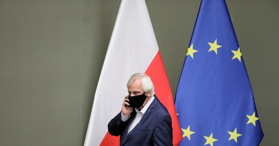 """""""Moim zdaniem idziemy w dobrą stronę; jesteśmy bliżej porozumienia ws. budżetu UE"""" - powiedział wicemarszałek Sejmu, szef klubu PiS Ryszard Terlecki. """"Nie jest w interesie Unii Europejskiego zaczynać nowy konflikt i pogrążać się w nowym kryzysie, więc myślę, że ustąpi""""- dodał."""