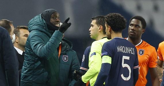 UEFA wszczyna postępowanie dyscyplinarne w sprawie przerwanego we wtorek meczu Ligi Mistrzów. Piłkarze i trenerzy Paris Saint-Germain i Istanbul Basaksehir opuścili boisko po tym, jak sędzia techniczny znieważył na tle rasowym drugiego szkoleniowca drużyny z Turcji.