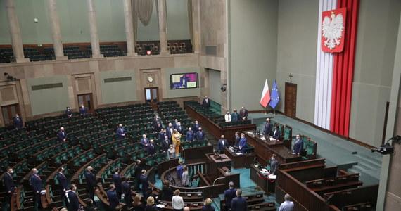 Marszałek Sejmu Elżbieta Witek wyznaczyła termin na ponowne zgłaszanie kandydatów na nowego Rzecznika Praw Obywatelskich - to 29 grudnia 2020 roku. Sejm już dwukrotnie odrzucił kandydaturę Zuzanny Rudzińskiej-Bluszcz.