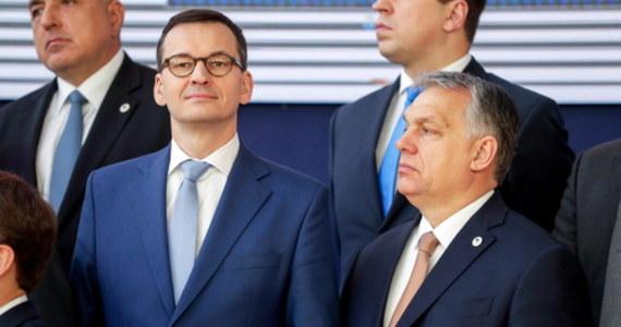 """Ambasadorowie państw Unii Europejskiej odesłali do swych stolic tekst kompromisu ws. mechanizmu """"pieniądze za praworządność"""", na który zgodziły się - rezygnując z zawetowania nowego unijnego budżetu - Polska i Węgry. Do tekstu porozumienia dotarła brukselska korespondentka RMF FM Katarzyna Szymańska-Borginon: w deklaracji znalazły się m.in. zapewnienie, że mechanizm """"pieniądze za praworządność"""" będzie obiektywny i sprawiedliwy, oraz gwarancja, że kompetencje państw członkowskich Unii nie zostaną naruszone."""