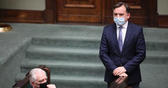 Solidarna Polska będzie domagała się zmiany premiera - jeśli Mateusz Morawiecki - zaakceptuje leżący na stole unijny kompromis z mechanizmem praworządności, z dodatkowymi wytycznymi - ustalił nieoficjalnie nasz dziennikarz.