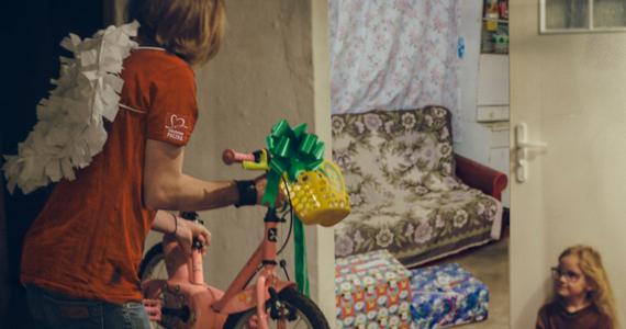 Weekend Cudów to wyjątkowy moment. Wieńczy on podejmowane przez cały rok wysiłki Szlachetnej Paczki. W ciągu dwóch dni do potrzebujących dociera mądra pomoc w postaci przygotowanych przez darczyńców paczek, odpowiadających na konkretne potrzeby konkretnych rodzin. Poza wsparciem materialnym, ci którzy je otrzymują, zyskują również nadzieję na realną zmianę. W tegorocznej, 20. już edycji Szlachetnej Paczki, Weekend Cudów przypada na 12 i 13 grudnia.