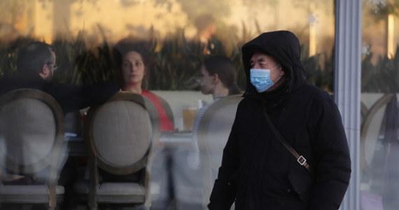 Rok od wybuchu epidemii koronawirusa w chińskim Wuhan życie wraca tam do normy. Mieszkańcy nie boją się już dużych skupisk – gromadzą się na targach, podróżują komunikacja miejską. Pewne obawy wśród nich wzbudzają natomiast cudzoziemcy, ponieważ – jak oceniają w rozmowie z PAP wuhańczycy – nie wszystkie kraje tak samo dobrze radzą sobie z pandemią.