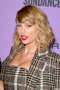 """Taylor Swift w nocy wypuściła album """"Evermore"""". Zdjęcie w sukni ślubnej robi furorę"""