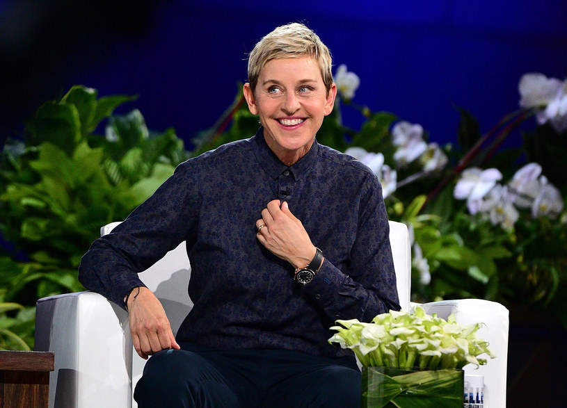Ellen DeGeneres, showmanka, scenarzystka i aktorka, która od 17 lat prowadzi cieszący nie niesłabnącą popularnością autorski program, ogłosiła, że ma pozytywny wynik testu na obecność koronawirusa, w związku z czym stosuje się do wytycznych rządowej agencji ds. zdrowia publicznego. Z tego powodu czasowo zawiesza nagrywanie swojego show.