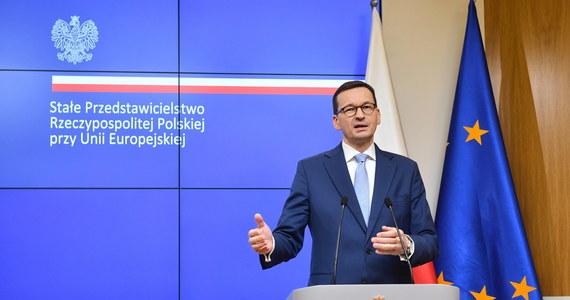 """""""Mamy budżet razem z Funduszem Odbudowy, czyli duże środki inwestycyjne na wsparcie gospodarki Polski i na jej innowacyjność. To 770 mld zł dla Polski. To bardzo dobry budżet"""" - powiedział w piątek w Brukseli premier Mateusz Morawiecki. Pytany o wypowiedzi Zbigniewa Ziobry, szef rządu zaznaczył, że szanuje poglądy Solidarnej Polski. """"Mam nadzieję, że dojdziemy do porozumienia. Jest wiele tematów, które nas łączą"""" - podkreślił."""