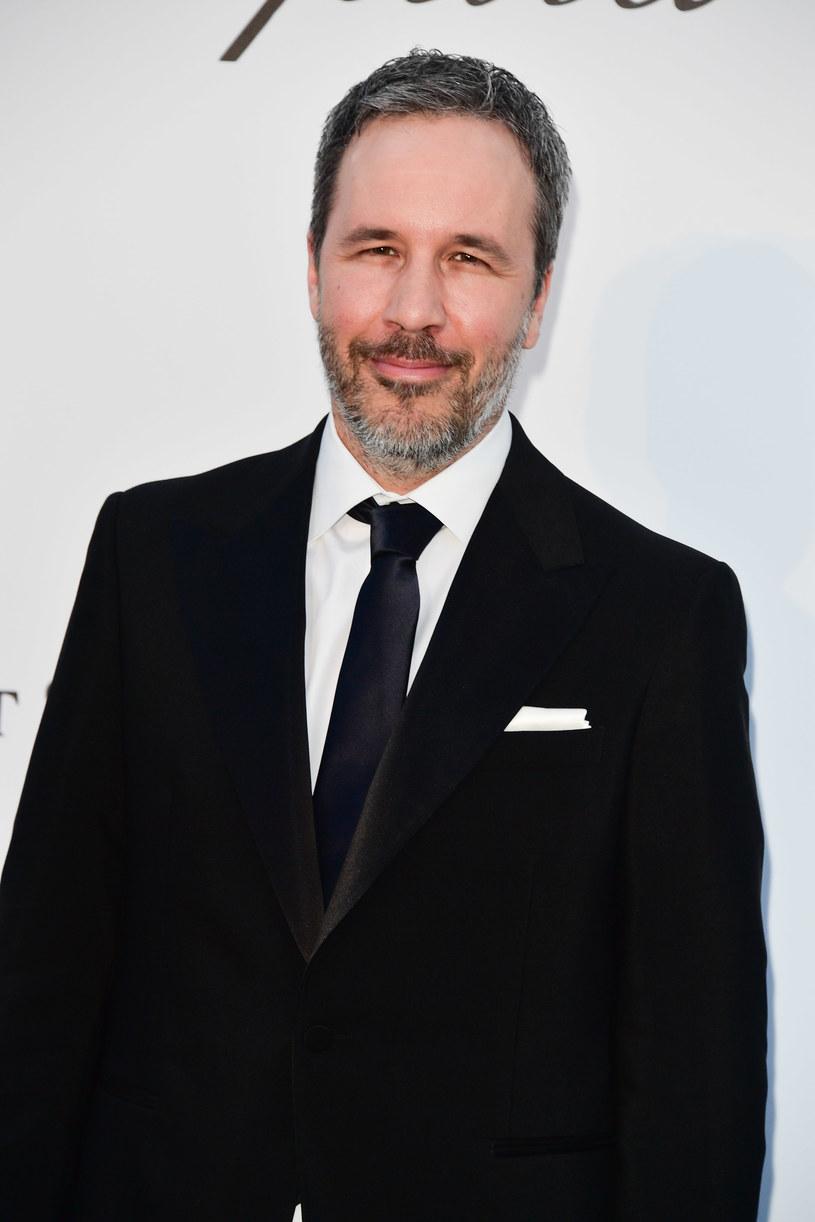 """Rośnie kolejka niezadowolonych twórców filmowych, którzy krytykują kontrowersyjną decyzję studia Warner Bros. Zdecydowało ono, że swoje największe hity 2021 roku będzie prezentować jednocześnie w kinach i na serwisie streamingowym HBO Max. Dotyczy to także wyreżyserowanej przez Denisa Villeneuve'a """"Diuny"""" na podstawie książki Franka Herberta. Reżyser filmu dołączył do grona krytyków tej decyzji. Wcześniej m.in. Christopher Nolan nazwał HBO Max """"najgorszą platformą streamingową""""."""