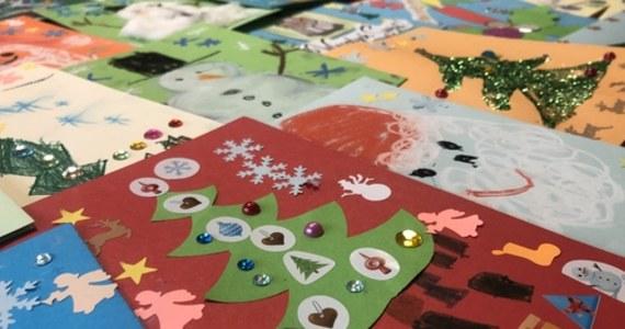 W dobie SMS-ów, internetowych komunikatorów zachęcaliśmy Was, aby w tym trudnym roku wrócić do tradycji wysyłania świątecznych kartek. Takie własnoręcznie przygotowane sprawiają mnóstwo radości.