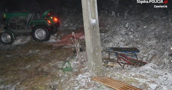 Groźny wypadek w województwie śląskim. 16-latek kierował ciągnikiem, do którego doczepionych było troje sanek. W pewnym momencie maszyna przewróciła się i przygniotła nastolatka.