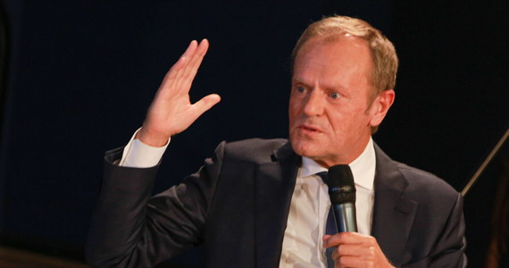 """""""Lepiej dla Polaków, że udało się uzyskać uchwalony budżet UE; z tego można się tylko cieszyć"""" - mówił w piątek o w zawarciu porozumienia na szczycie UE były szef Rady Europejskiej, były premier Donald Tusk. Podkreślił, że wprowadzono mechanizm, który ma służyć przestrzeganiu praworządności."""
