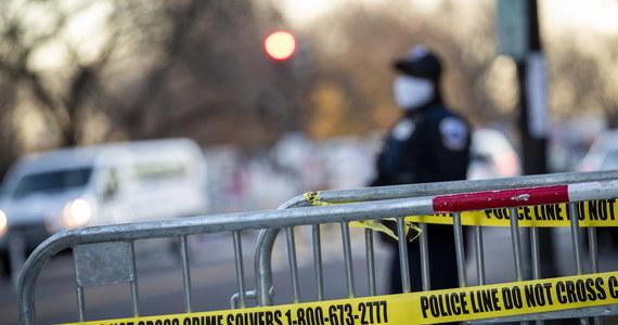 Co najmniej sześć osób zostało rannych w piątek po południu czasu lokalnego na nowojorskim Manhattanie, kiedy samochód wjechał w grupę demonstrantów. Policja nie wyjaśniła jeszcze, czy był to wypadek, czy też celowe działanie.