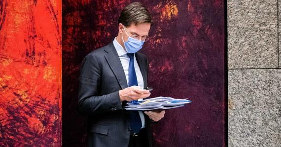 W związku z rosnącą liczbą zakażeń koronawirusem w Holandii premier tego kraju Mark Rutte w przemówieniu telewizyjnym ogłosił drugi ścisły lockdown - na co najmniej pięć tygodni zamknięte zostaną m.in. szkoły, muzea, siłownie.