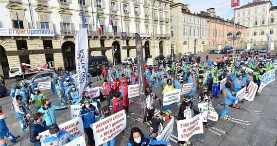 Gubernator włoskiego Piemontu Alberto Cirio zapowiedział wsparcie finansowe w wysokości 2 tys. euro dla instruktorów narciarstwa, którzy nie mogą pracować z powodu obostrzeń. Taką obietnicę złożył po proteście przedstawicieli tej branży w Turynie.