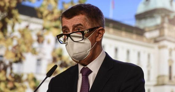 Rząd Czech zdecydował o przywróceniu od piątku większości restrykcji epidemicznych - wyjątkiem będą handel i usługi. Premier Andrej Babisz przeprosił obywateli i przedsiębiorców za ponowne wprowadzenie ograniczeń mających powstrzymać epidemię koronawirusa.