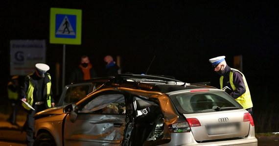 """Surowsze kary będą tylko dla kierowców w miastach; poza nimi nadmierna prędkość nie zaszkodzi – pirat nie straci prawa jazdy na trzy miesiące - pisze wtorkowa """"Rzeczpospolita""""."""