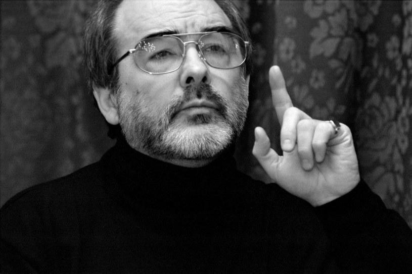 Nie żyje Leonard Andrzej Mróz, bas, wybitny śpiewak operowy, niezrównany interpretator rosyjskiego repertuaru, solista Teatru Wielkiego w Warszawie, który występował na wielu światowych scenach, profesor sztuk muzycznych - poinformowała w poniedziałek Akademia Muzyczna w Łodzi.