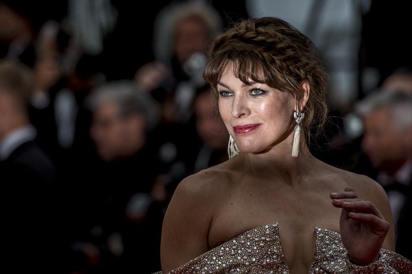 """Jest aktorką, modelką, piosenkarką i projektantką. Nazywana """"królową kopania tyłków"""" w kolejnych filmach stawiała czoło angielskiej armii, kosmitom i pladze zombie. Obchodząca 45. urodziny Milla Jovovich po prostu niczego się nie boi."""