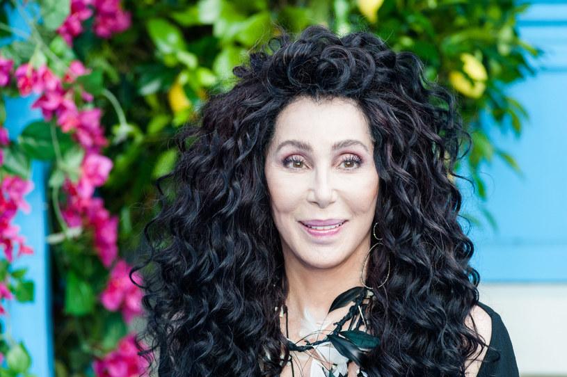 Na szczerze wyznanie zdecydowała się Cher podczas ostatniego wywiadu, kiedy została zapytana o swoje finanse. Wokalistka przyznała, że nie wie do końca, ile tak naprawdę zarabia i że nie musi tego wiedzieć, bo ma od tego ludzi. Wypowiedziała się też na temat operacji plastycznych.