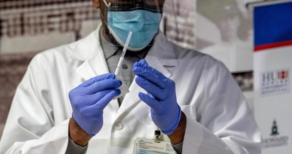 """Z powodu trudności logistycznych jedna piąta światowej populacji może nie mieć dostępu do szczepionki przeciwko Covid-19 przynajmniej do roku 2022 - ostrzegają eksperci na łamach pisma """"BMJ"""". Dwa przedstawione w piśmie badania sugerują, że wyzwania operacyjne globalnego programu szczepień przeciwko Covid-19 będą co najmniej tak trudne, jak wyzwania naukowe związane z ich rozwojem."""