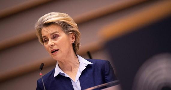 27 państw UE musi rozpocząć szczepienia przeciwko Covid-19 tego samego dnia - powiedziała przewodnicząca KE Ursula von der Leyen podczas debaty w Parlamencie Europejskim. Dodała, że pierwsza szczepionka przeciwko Covid-19 zostanie dopuszczona do obrotu jak najszybciej, aby jak najszybciej rozpocząć szczepienia.